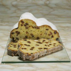 Ein klassischer Butterstollen im Anschnitt