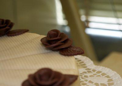 Detail Marzipanrosen aus Schokoladen-Marzipan