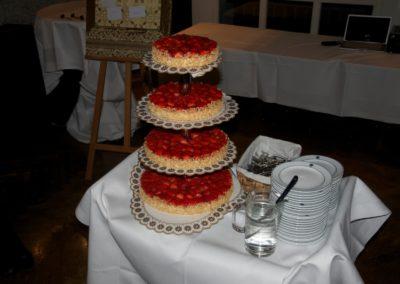 Hochzeitstorte 4-stöckig Erbeertorte mit leichtem Krem
