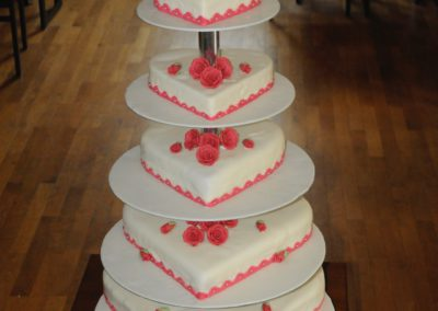 Hochzeitstorte 5-stöckig Herzform Rosen