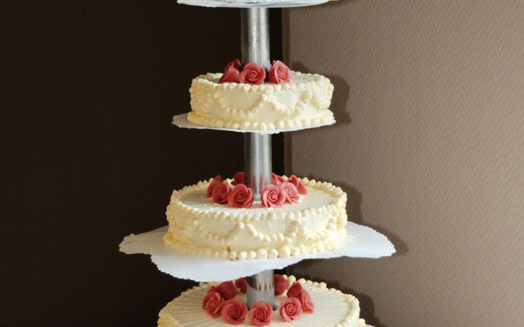 Hochzeitstorte Eistorte mit Zuckerrosen
