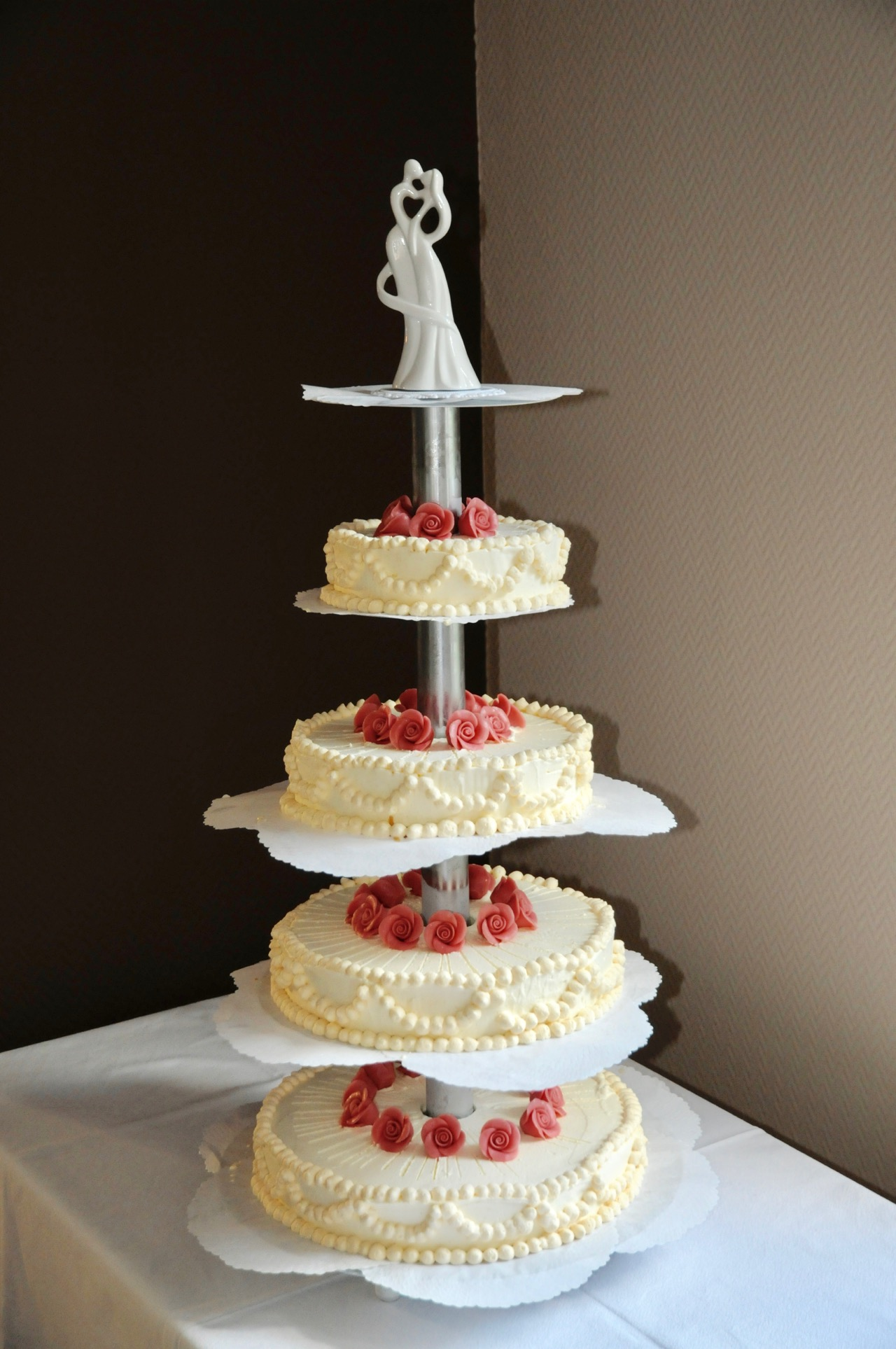 Hochzeitstorte 4-stöckig, Eistorte mit Zuckerrosen