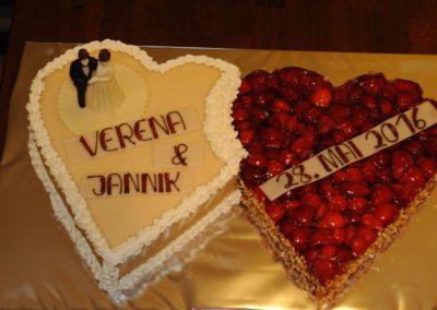 Hochzeitstorte Herzen Nußsahne Himbeertorte