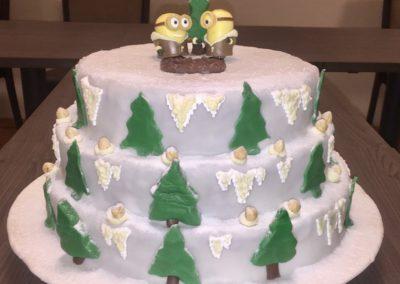 Hochzeitstorte Winterlandschaft Minions