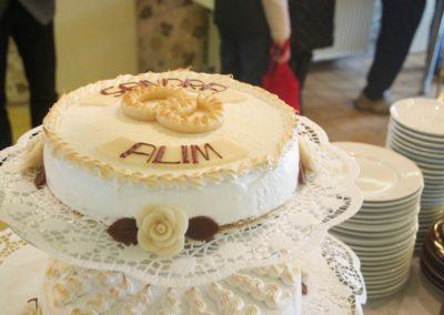 Hochzeitstorte oberste Torte Namen und Eheringe