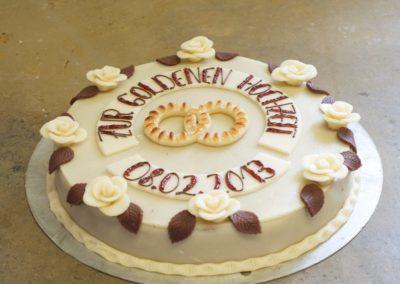 Torte zur Goldenen Hochzeit mit Marzipanrosen