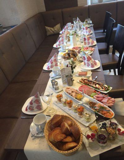 festliches Tischbuffet
